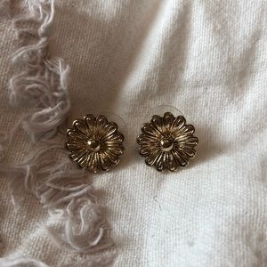 URBAN OUTFITTERS 🌼 SUNFLOWER GOLD STUD EARRING